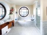 Круглые окна в ванной