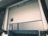 Стильные промышленные автоматические ворота Alutech