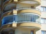 Безрамное остекление балкона гостиницы