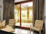 Большое раздвижное деревянное окно