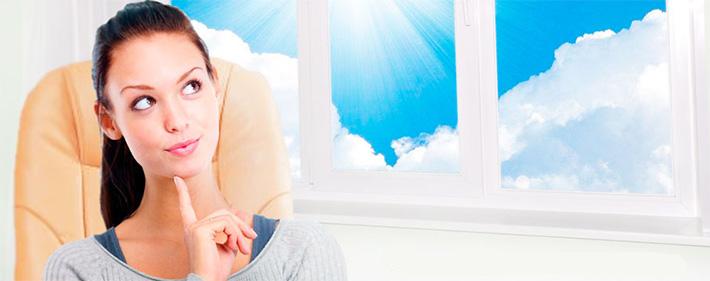 Девушка мечтает об окнах